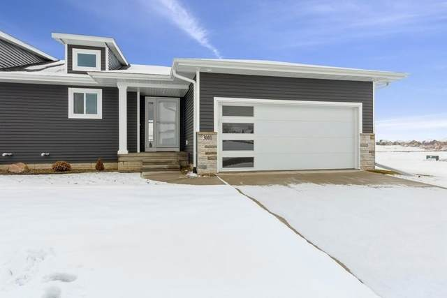 3001 Sherwood Drive, Marion, IA 52302 (MLS #2100289) :: The Graf Home Selling Team