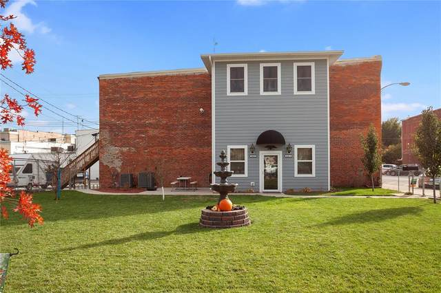 114 N Iowa Avenue, Washington, IA 52353 (MLS #2100372) :: The Graf Home Selling Team
