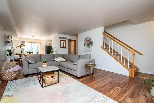 49 N Scott Blvd, Iowa City, IA 52245 (MLS #2101069) :: The Graf Home Selling Team
