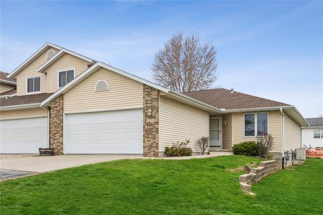 3335 Queen Drive SW, Cedar Rapids, IA 52404 (MLS #2102558) :: The Graf Home Selling Team