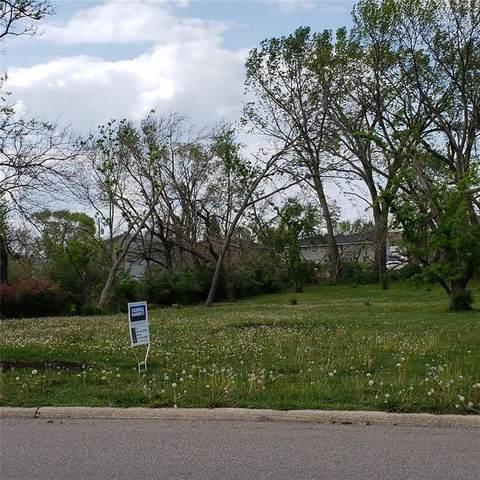 114 Northwood Drive, Hiawatha, IA 52233 (MLS #2102669) :: The Graf Home Selling Team