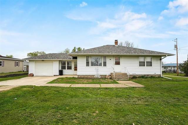 901 Smith St, Clarence, IA 52216 (MLS #2102850) :: The Graf Home Selling Team