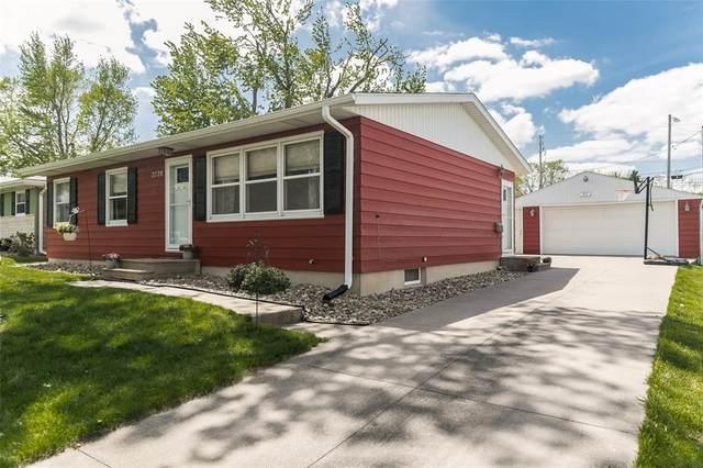 2720 Evelyn Drive SW, Cedar Rapids, IA 52404 (MLS #2102861) :: The Graf Home Selling Team