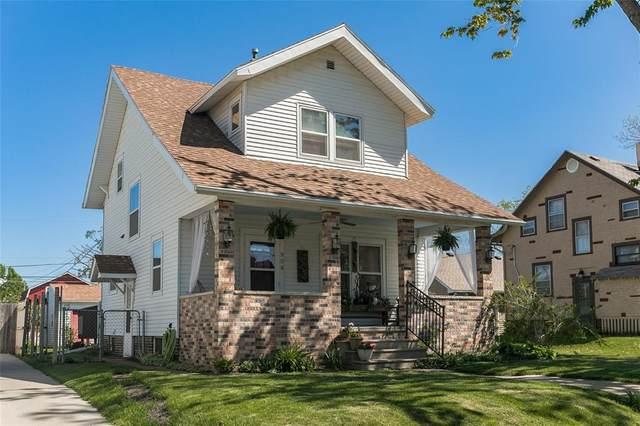 908 19th Avenue SW, Cedar Rapids, IA 52404 (MLS #2102913) :: The Graf Home Selling Team