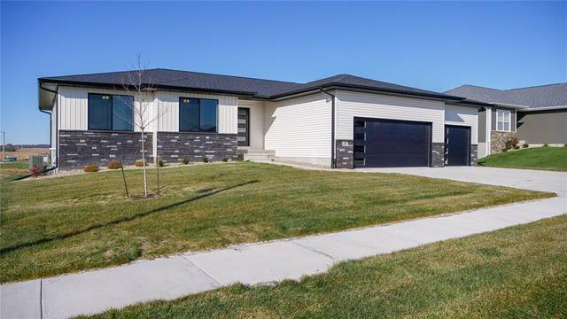 1387 Deerfield Drive, Fairfax, IA 52228 (MLS #2102939) :: The Graf Home Selling Team