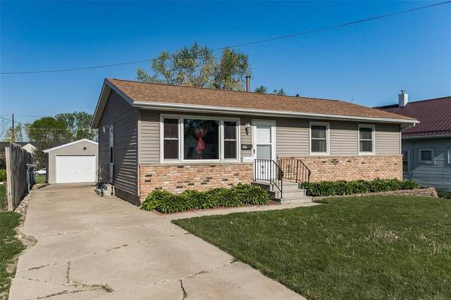 1110 4th Street, Marion, IA 52302 (MLS #2102968) :: The Graf Home Selling Team