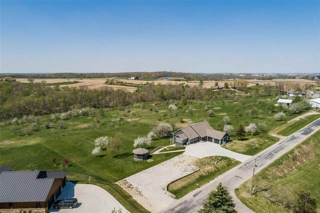 999 Swisher View Drive SW, Swisher, IA 52338 (MLS #2102993) :: The Graf Home Selling Team