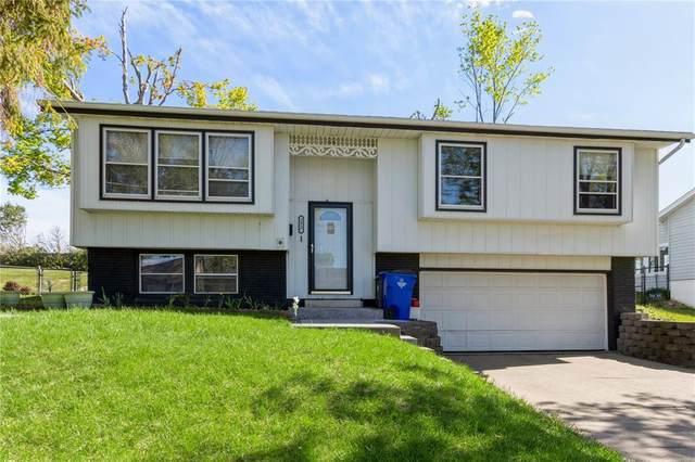 3817 Pine Wood Drive NE, Cedar Rapids, IA 52402 (MLS #2103004) :: The Graf Home Selling Team