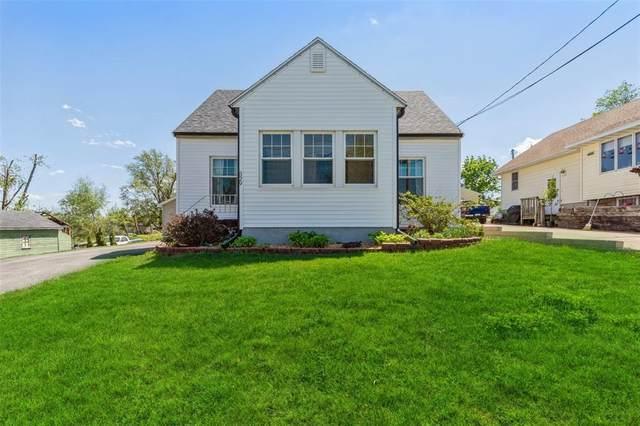 529 Wilson Ave Drive SW, Cedar Rapids, IA 52404 (MLS #2103087) :: The Graf Home Selling Team