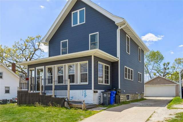 945 Oakland Road NE, Cedar Rapids, IA 52402 (MLS #2103109) :: The Graf Home Selling Team