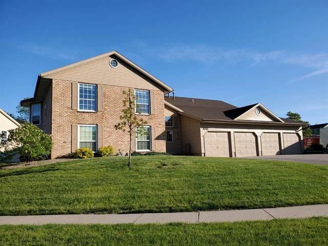 3712 Foxborough Terrace NE D, Cedar Rapids, IA 52402 (MLS #2103123) :: The Graf Home Selling Team