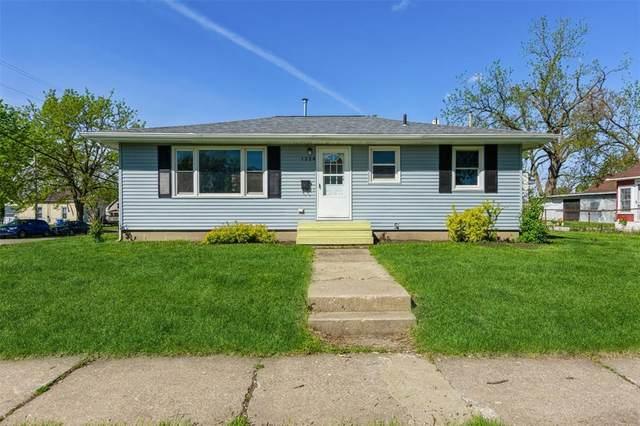 1328 1st Street SW, Cedar Rapids, IA 52404 (MLS #2103194) :: The Graf Home Selling Team
