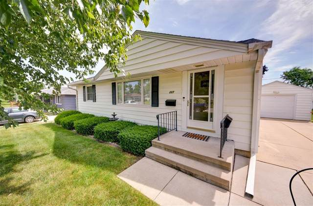 227 24th Street NW, Cedar Rapids, IA 52405 (MLS #2104044) :: The Graf Home Selling Team