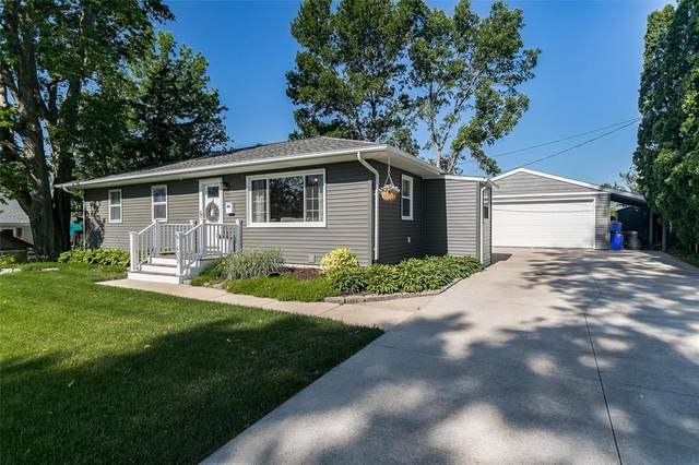 1430 24th St, Marion, IA 52302 (MLS #2104088) :: The Graf Home Selling Team