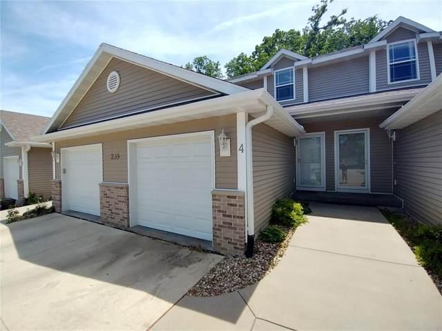 239 38th St Drive SE #4, Cedar Rapids, IA 52403 (MLS #2104188) :: The Graf Home Selling Team
