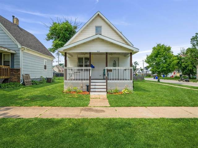 902 8th Street SW, Cedar Rapids, IA 52404 (MLS #2104878) :: Lepic Elite Home Team