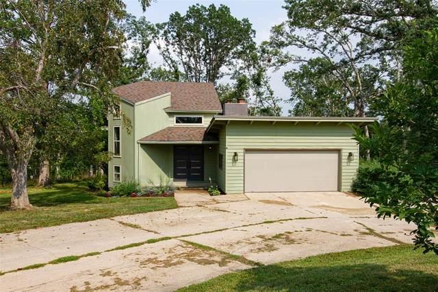 2702 Indian Hill Road SE, Cedar Rapids, IA 52403 (MLS #2105009) :: The Graf Home Selling Team