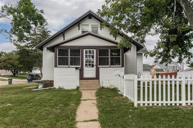 923 33rd Street SE, Cedar Rapids, IA 52403 (MLS #2105177) :: The Graf Home Selling Team