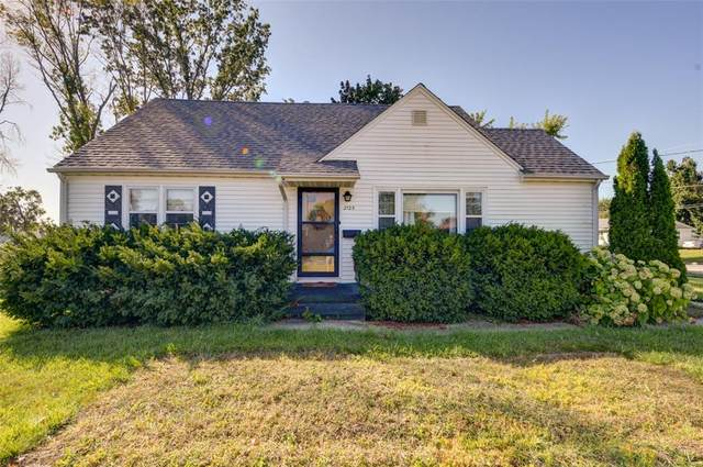2125 Johnson NW, Cedar Rapids, IA 52405 (MLS #2106688) :: The Graf Home Selling Team