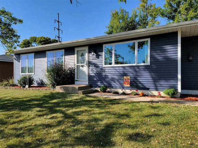 2320 Clark Avenue, Marion, IA 52302 (MLS #2106690) :: The Graf Home Selling Team
