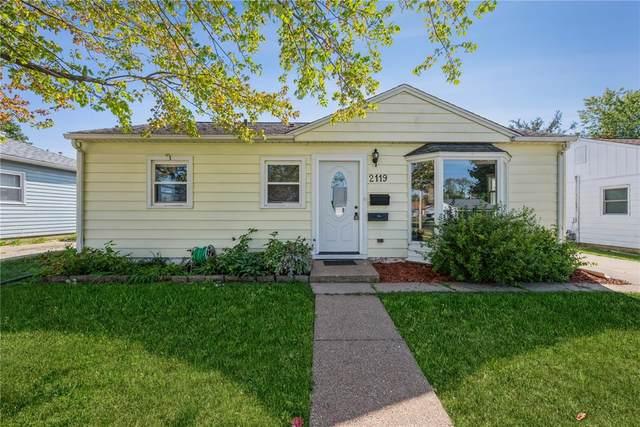 2119 Reynolds Avenue SW, Cedar Rapids, IA 52404 (MLS #2106699) :: The Graf Home Selling Team