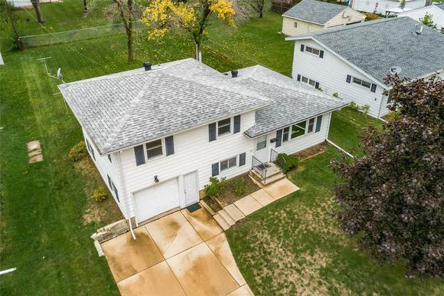 206 9th Avenue, Hiawatha, IA 52233 (MLS #2107157) :: The Graf Home Selling Team