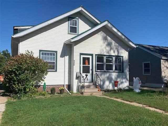320 35th Street NE, Cedar Rapids, IA 52402 (MLS #2107204) :: The Graf Home Selling Team