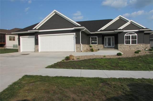 1612 Hoover Trail Circle SW, Cedar Rapids, IA 52403 (MLS #2107266) :: The Graf Home Selling Team