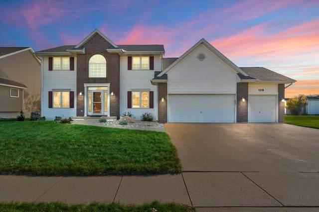 1219 NE Rolling Creek Drive NE, Cedar Rapids, IA 52402 (MLS #2107321) :: The Graf Home Selling Team