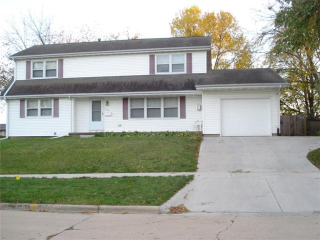 3725 2nd Avenue SW, Cedar Rapids, IA 52404 (MLS #1709395) :: The Graf Home Selling Team