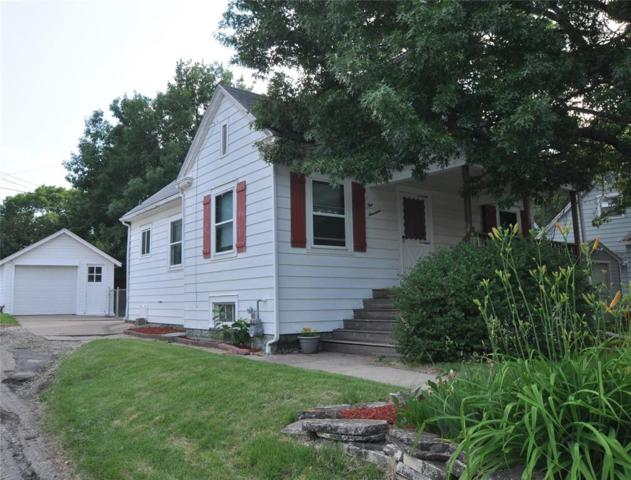 417 24th Street NE, Cedar Rapids, IA 52402 (MLS #1804231) :: The Graf Home Selling Team