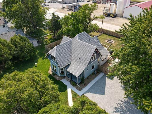 401 E South St, Mechanicsville, IA 52306 (MLS #2006149) :: The Graf Home Selling Team