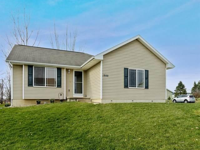 1900 25th St SW, Cedar Rapids, IA 52411 (MLS #2008990) :: The Graf Home Selling Team