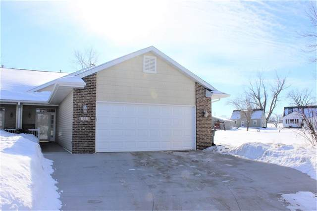 1717 Meiers Court NW, Cedar Rapids, IA 52405 (MLS #2100737) :: The Graf Home Selling Team