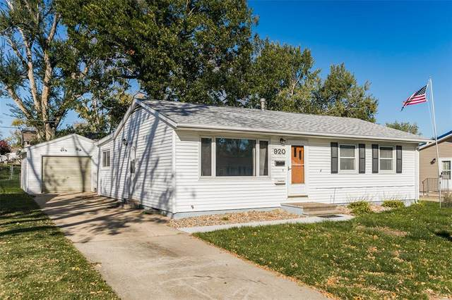 920 W 8th Ave, Marion, IA 52302 (MLS #2106561) :: The Graf Home Selling Team
