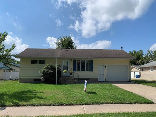 906 9th Avenue, Belle Plaine, IA 52208 (MLS #1906796) :: The Graf Home Selling Team