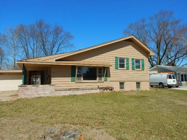 822 36th Street NE, Cedar Rapids, IA 52402 (MLS #1802613) :: WHY USA Eastern Iowa Realty