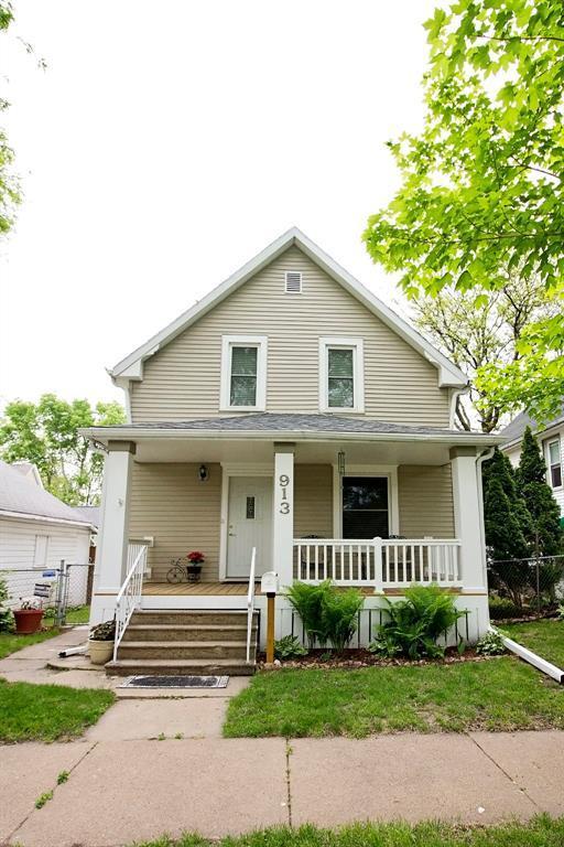 913 7th Street SW, Cedar Rapids, IA 52404 (MLS #1803450) :: WHY USA Eastern Iowa Realty
