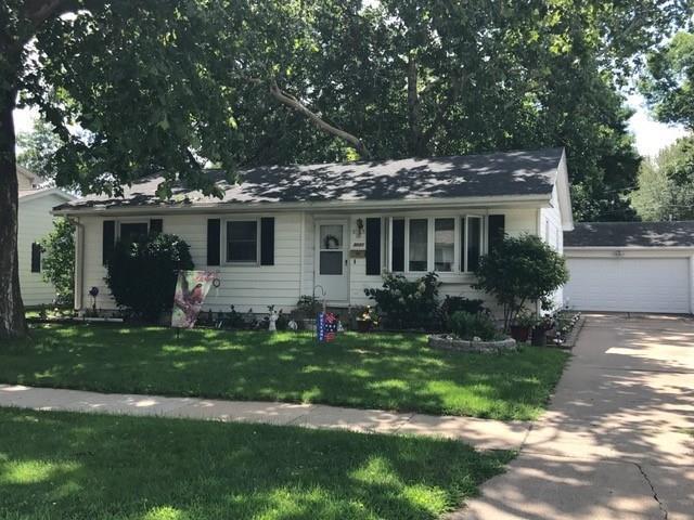 3021 Ravenwood Terrace NW, Cedar Rapids, IA 52405 (MLS #1805726) :: WHY USA Eastern Iowa Realty