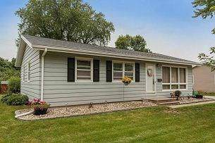 3030 18th Avenue, Marion, IA 52302 (MLS #1908453) :: The Graf Home Selling Team