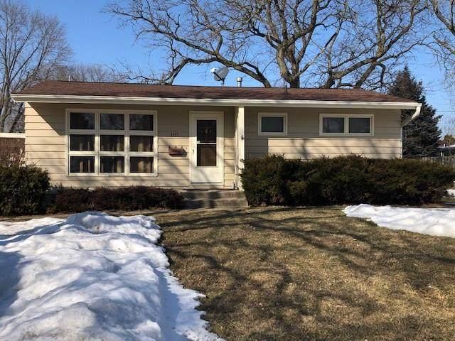 1117 Crestview Drive SE, Cedar Rapids, IA 52403 (MLS #2001299) :: The Graf Home Selling Team