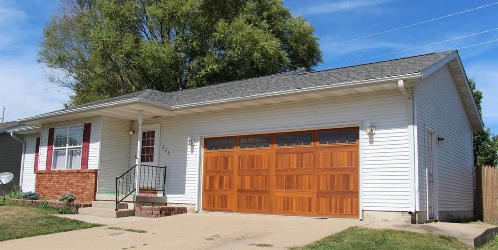 604 Eastwood Drive - Photo 1