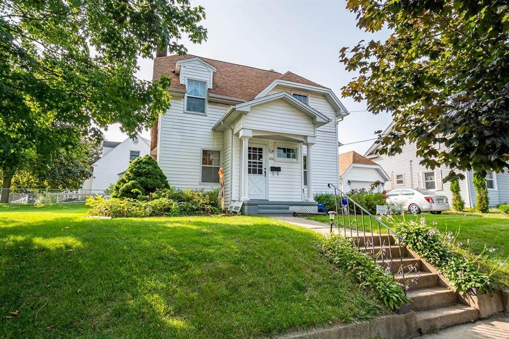 206 Davis Street - Photo 1