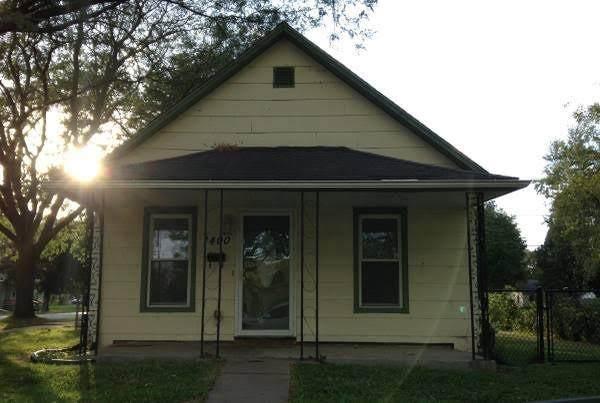 1400 5th Street NW, Cedar Rapids, IA 52405 (MLS #2102172) :: Lepic Elite Home Team