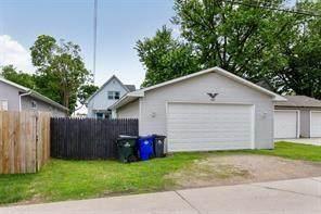 438 9th Avenue SW, Cedar Rapids, IA 52404 (MLS #2102868) :: The Graf Home Selling Team