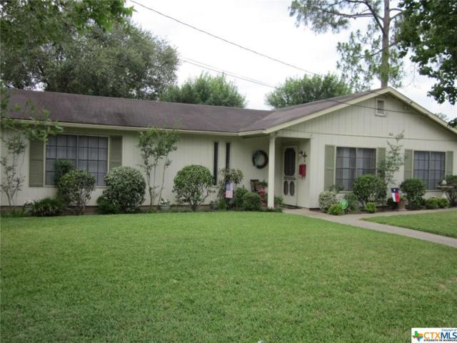 904 Nelson, Yoakum, TX 77995 (MLS #339728) :: Erin Caraway Group
