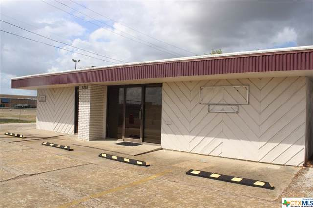 1702 E Airline Road, Victoria, TX 77901 (MLS #391539) :: Brautigan Realty
