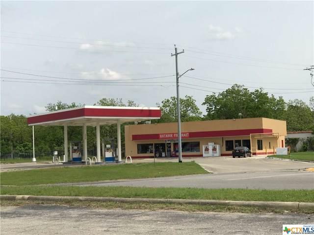 945 S Austin Street, Seguin, TX 78155 (MLS #398962) :: Kopecky Group at RE/MAX Land & Homes