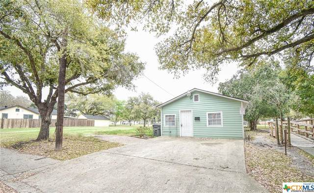 1105 E Loma Vista Avenue, Victoria, TX 77901 (MLS #406390) :: Kopecky Group at RE/MAX Land & Homes