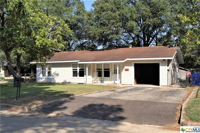 502 Davis Street, Yoakum, TX 77995 (MLS #420336) :: Kopecky Group at RE/MAX Land & Homes
